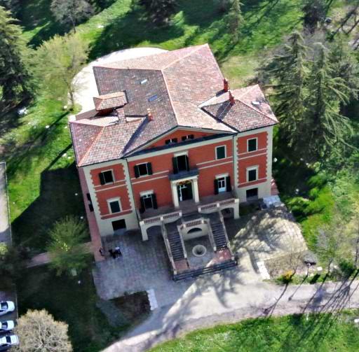 villa-palazzona-di-maggio-dallalto
